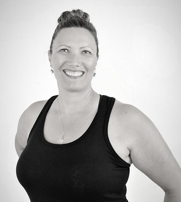 Yoga Rondeurs avec Chantal Proulx. Un pur bonheur! Les cours de Yoga Rondeurs proposent une approche simple dont l'objectif est de retrouver la joie de bouger dans l'assentiment et le respect, pour devenir plus énergique physiquement et surtout retrouver l'équilibre émotionnel et psychique qu'apporte le yoga. La philosophie est axée sur l'image positive du corps, l'acceptation de soi, tel que l'on est ici et maintenant. Dans ce cours, vous serez convié(e) à utiliser des méthodes de relaxation et des postures de yoga ajustées pour votre corps et un langage corporel positif. La respiration est utilisée comme un outil de relaxation, de centration et d'équilibre. L'un des principes les plus importants de ce cours est l'ajustement aux besoins et aux capacités de chaque participant, permettant ainsi de vivre une expérience enrichissante, dans un environnement sécuritaire et surtout non compétitif. Yoga Rondeurs est conçu pour les personnes rondes, de toutes tailles ou silhouettes. Au plaisir de vous faire découvrir la joie d'être soi! Pour inscription : https://www.origineyoga.ca/cours/horaire/
